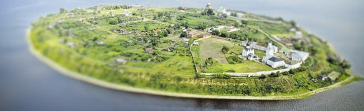 Остров на море лежит град на острове